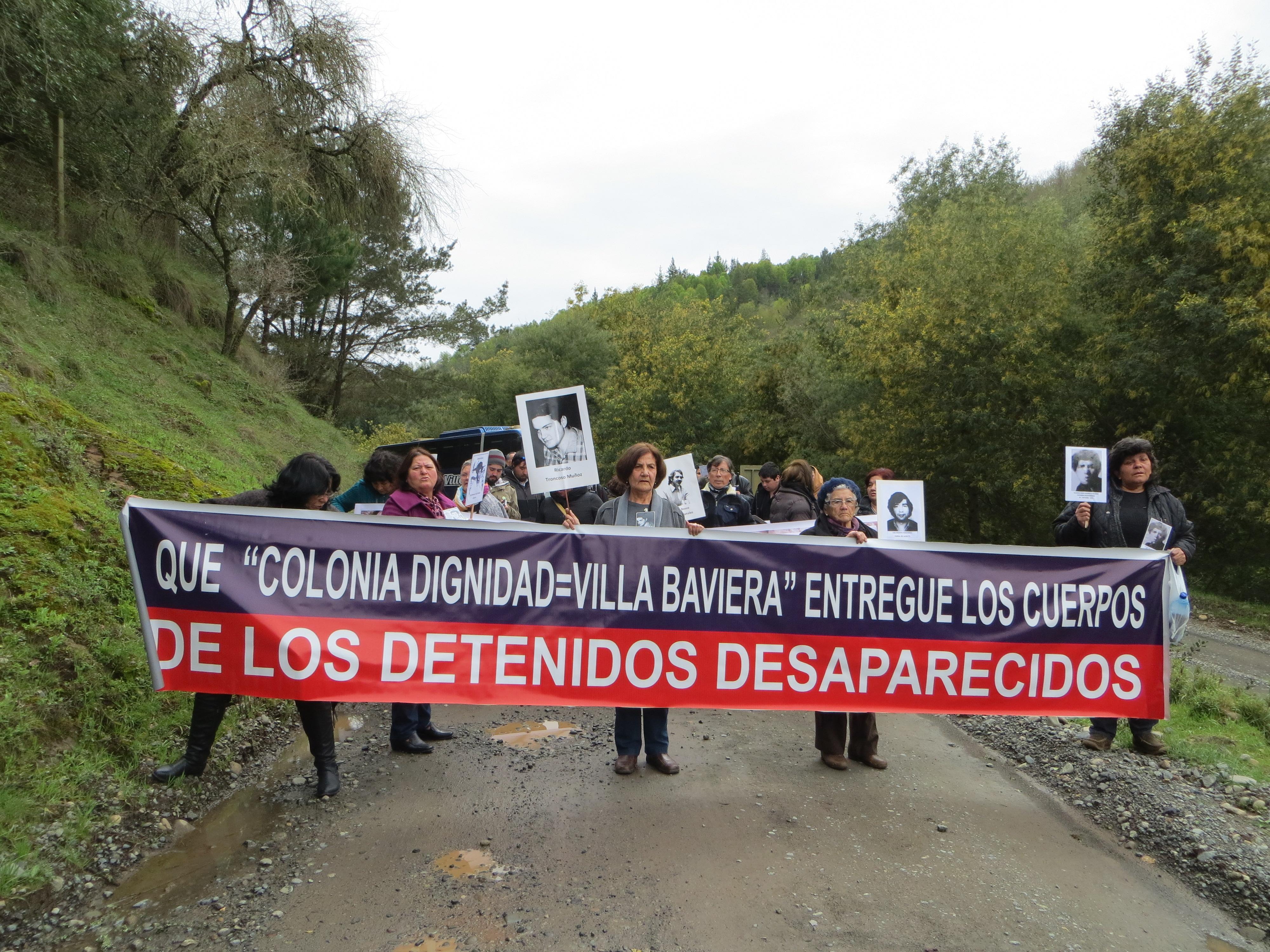 Photo demonstration: Colonia Dignidad=Villa Baviera