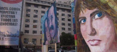 Fall Käsemann: Kundgebung vor dem Gerichtsgebäude in Buenos Aires am Tag der Urteilsverkündung