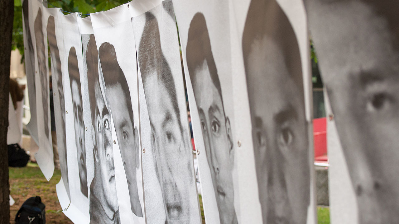 "Action in memory of the 42 ""disappeared"" students from Ayotzinapa (Mexico). © Photo: Ohne Rüstung Leben"