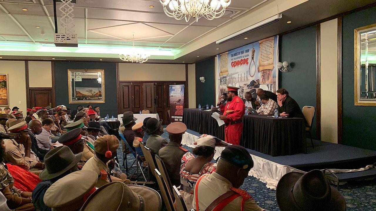 """Uahimisa Kaapehi, Stadtrat von Swakopmund auf einer Veranstaltung der """"Namibia: Eine Woche für Gerechtigkeit"""" im März 2019© Foto: ECCHR"""