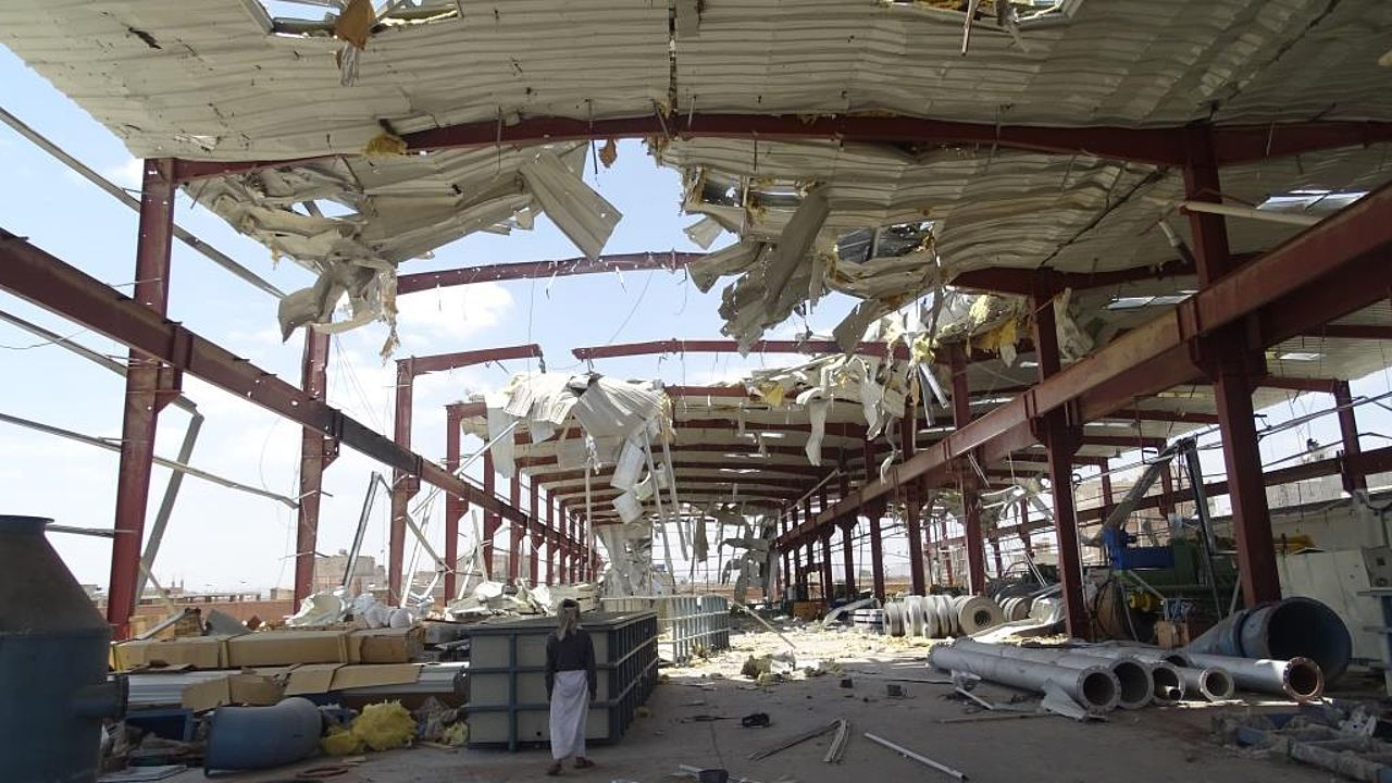 The Al-Senidar factory complex after an airstrike allegedly by the Saudi/UAE-led coalition (Yemen) © Mwatana